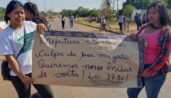 Sem transporte há 1 mês, estudantes e lideranças indígenas fecham MS-156