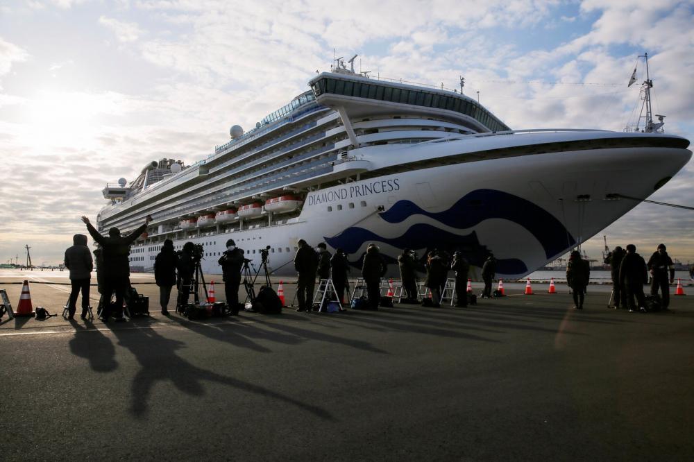 Navio Diamond Princess está atracado em Yokohama, no Japão, com infectados pelo novo coronavírus em quarentena — Foto: Kim Kyung-Hoon/Reuters