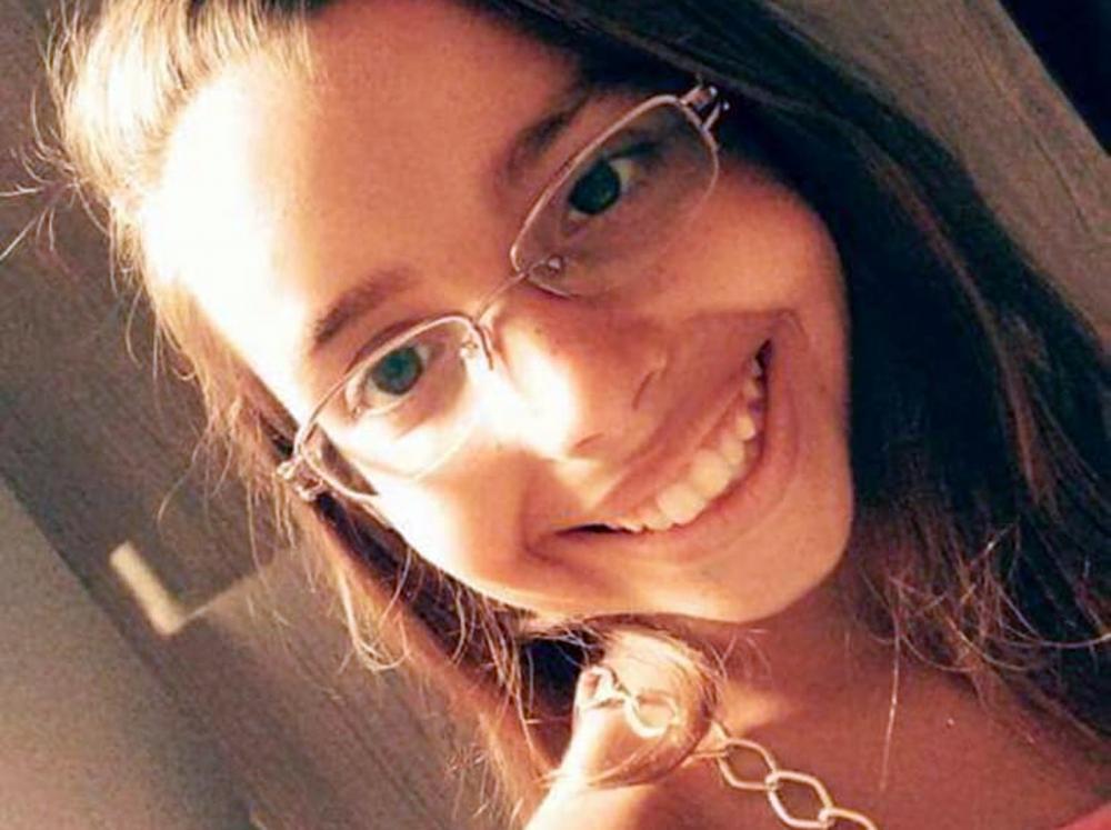 Emanuela Medeiros, de 16 anos, morreu após cair e bater a cabeça durante brincadeira com colegas na escola em Mossoró — Foto: Arquivo da Família