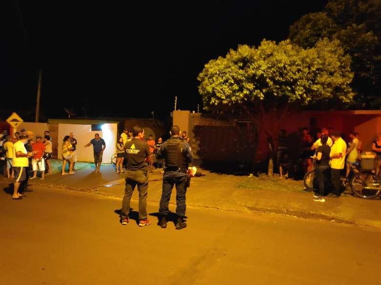 CRIME Ex-integrante de grupo de Rap é morto a tiros em Dourados 23 fevereiro 2020 - 07h45Por André Bento e Osvaldo Duarte Vítima foi baleada aproximadamente 10 vezes - Crédito: Osvaldo Duarte/Dourados News