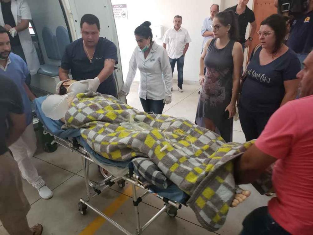 Ex-prefeito Dirceu Lanzarini chegou com cilindro de oxigênio ao Hospital do Coração. (Marcos Morandi)