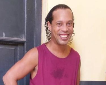 Jornalista compartilha imagem que seria de Ronaldinho em prisão no Paraguai