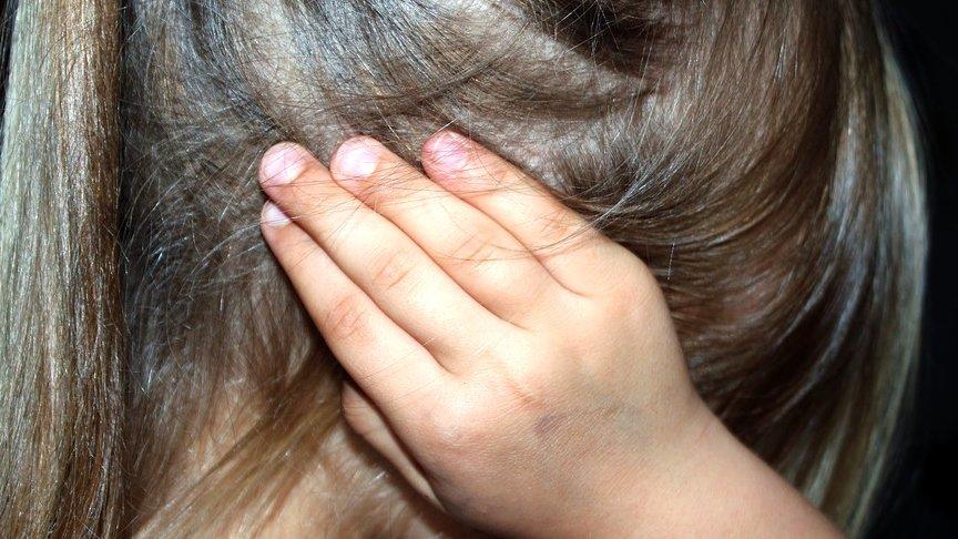 Menina de 8 anos é estuprada por pai de amiguinho enquanto brincava
