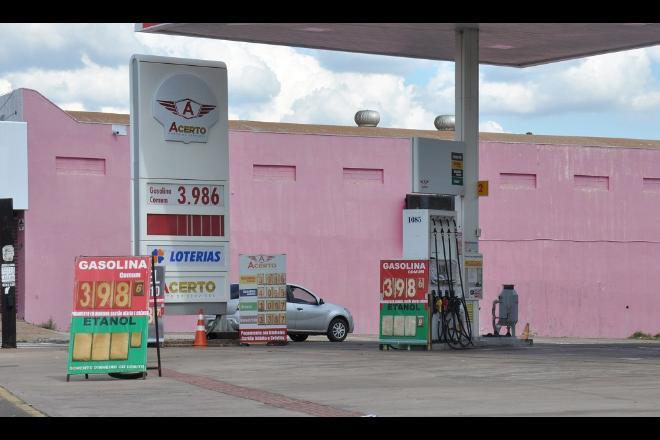 Demanda diminui e preço da gasolina cai para menos de R$ 4 em Campo Grande