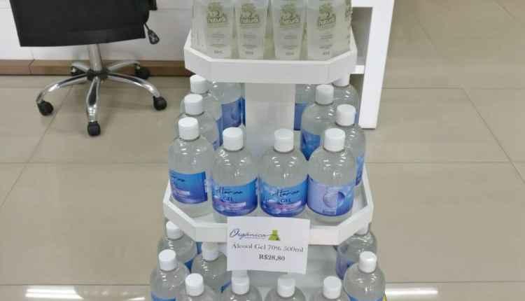 Farmácia de manipulação é autuada por lucrar 80% na venda de álcool em gel