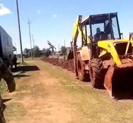 Exército paraguaio abre valeta para fechar de vez passagem na fronteira
