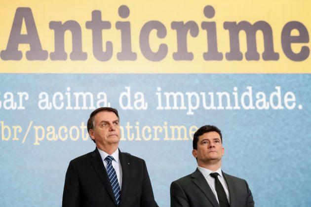 Bolsonaro exonera diretor da Polícia Federal e Moro marca coletiva