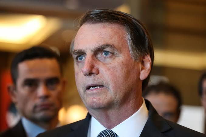 'Sou Messias, mas não faço milagre', diz Bolsonaro sobre mortes por Covid-19