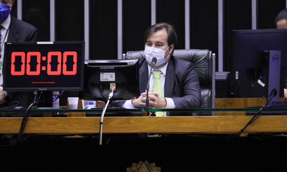 Congresso avalia adiar eleições sem estender mandatos, diz Maia