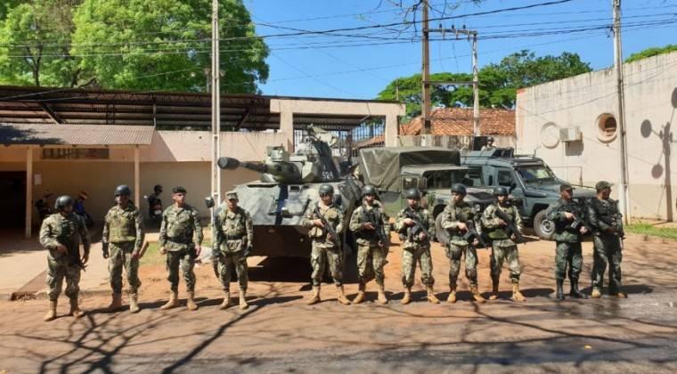 No Paraguai, doze pessoas que tiveram contato com um oficial militar infectado testaram positivo para o Covid-19