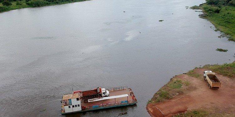 Porto da Mangaonde a travessia de caminhões com minério são feitas com balsas (Foto: Edemir Rodrigues/SubCom)